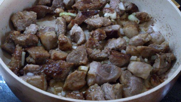 Gulasz a la cygański z plackami ziemniaczanymi