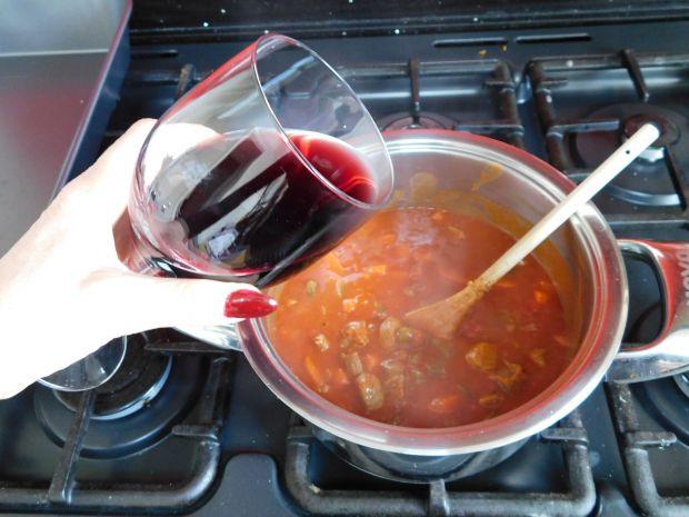 Gulasz węgierski na czerwonym winie