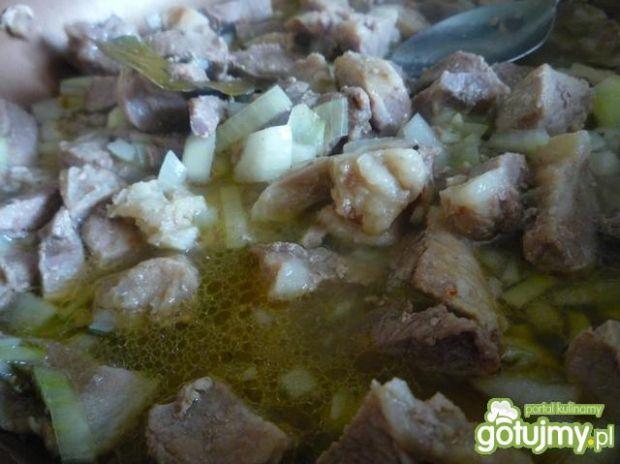 Gulasz wieprzowy z karkówki i szynki