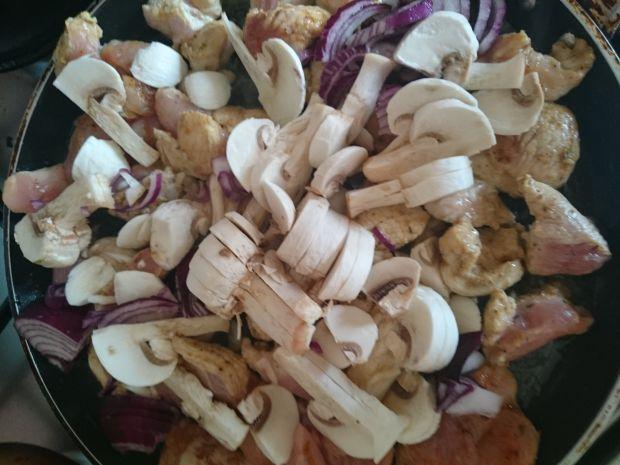 Gulasz z indyka z pieczarkami i pomidorową nutą
