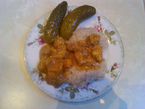 Gulasz z kaszą i curry