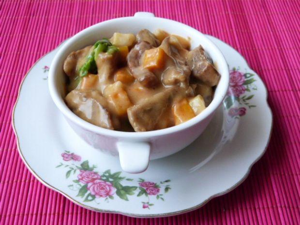 Gulasz z mięsa baraniego z warzywami