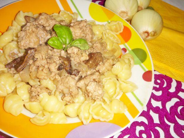 Gulasz z mięsa mielonego i suszonych grzybów