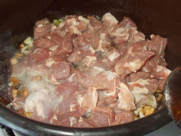 Gulasz z pieczarkami i papryką