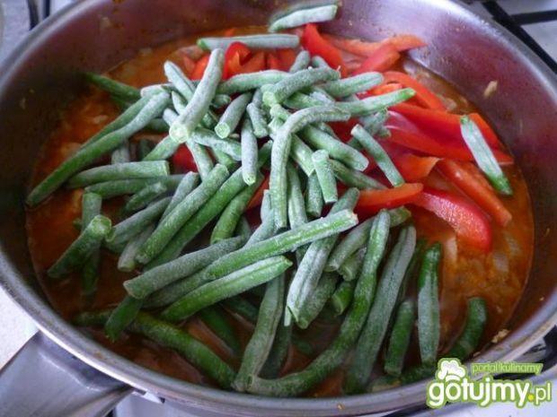 Gulasz z szynki wieprzowej z fasolą