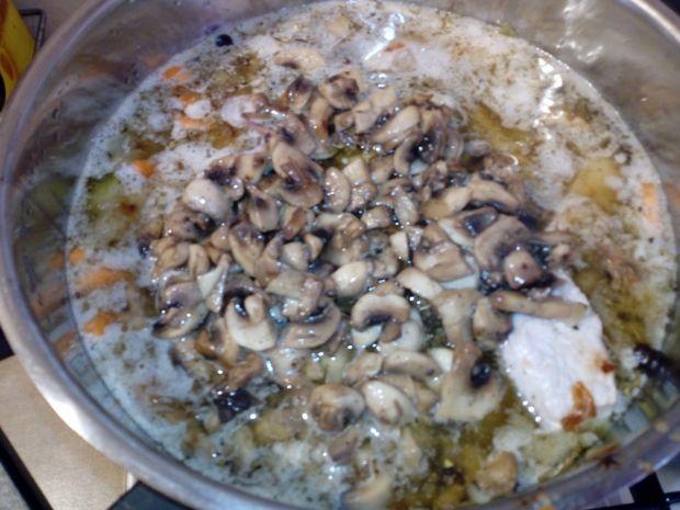 Gulasz ze schabu z pieczarkami i papryką