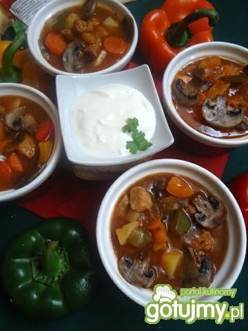 Gulaszowa zupa węgierska