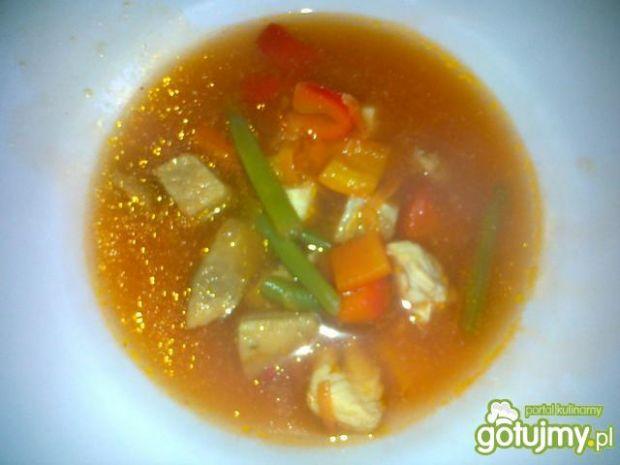 Gulaszowa zupa z papryką i szparagami