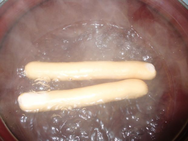 Hot dogi  z parówkami