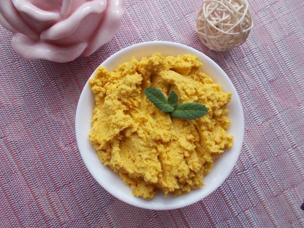 Hummus z dynią i kurkumą
