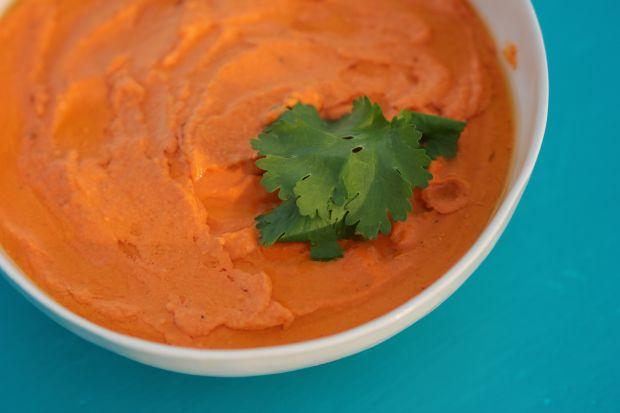 Hummus z pieczonej czerwonej papryki