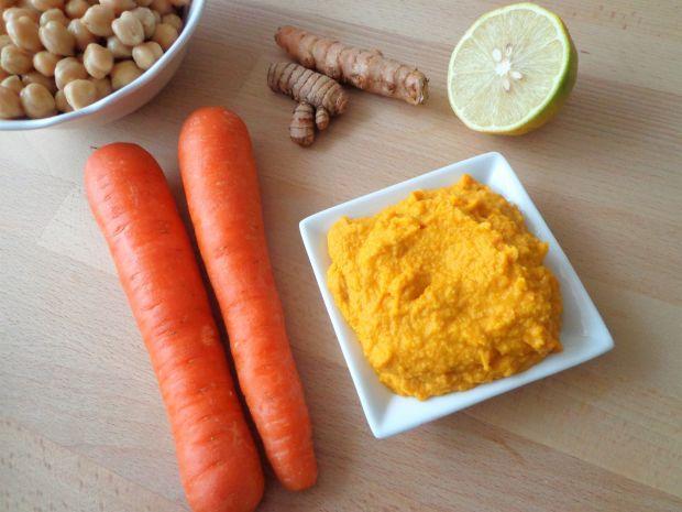 Hummus z warzywami w wersji kolorowej