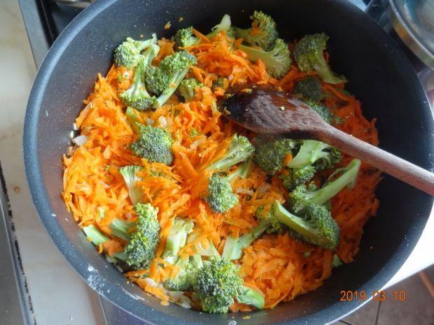 Indyk w sosie marchewkowo-brokułowym