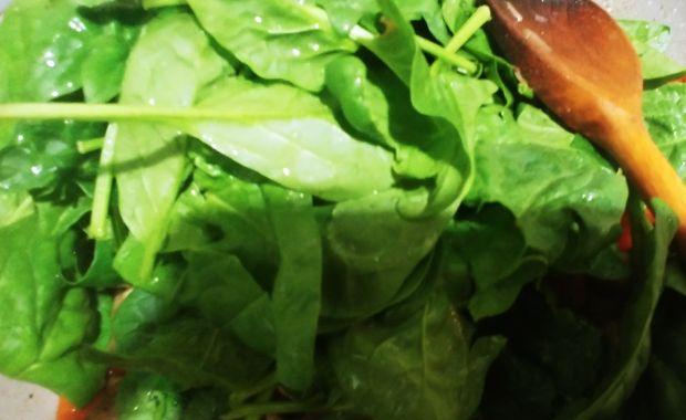 Indyk w sosie ze szpinakiem i suszonymi pomidorami