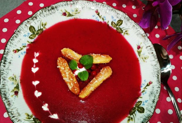 Intensywnie owocowa zupa