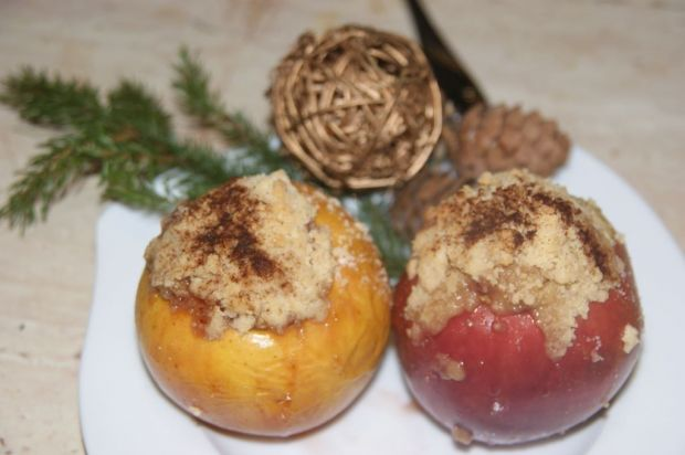 Jabłka pieczone pod maślaną kruszonką