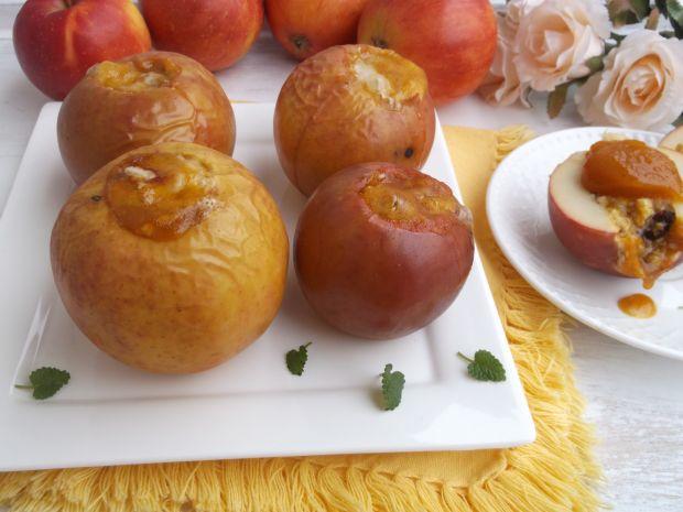 Jabłka pieczone z owsianką i dżemem z rokitnika