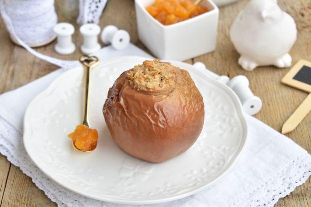 Jabłka pieczone z owsianką i masłem orzechowym