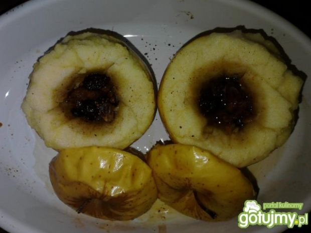 Jabłka pieczone z suszonymi owocami