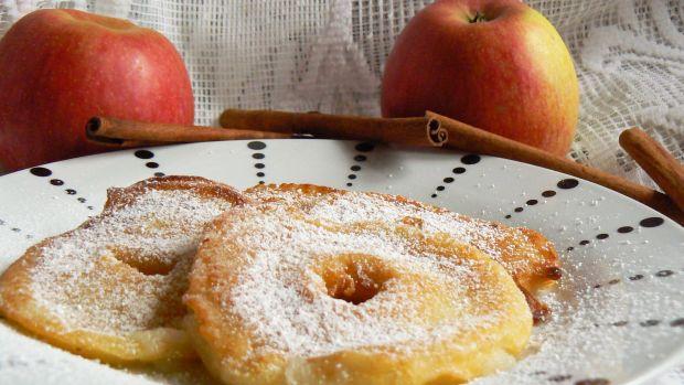 Jabłka w cieście cynamonowym