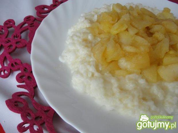 Jabłka z ryżem na mleku kokosowym