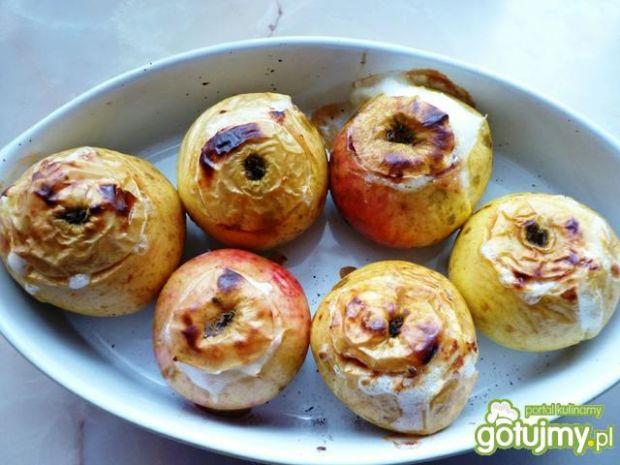 Jabłka zapiekane z powidłami śliwkowymi