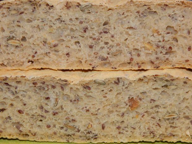 Jabłkowy chleb pszenny z ziarenkami