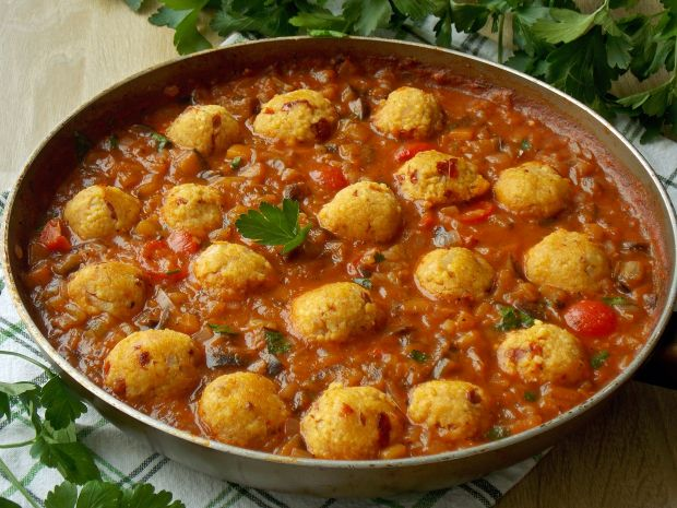 Jaglane Pulpeciki W Pomidorowym Sosie Z Bakłażanem