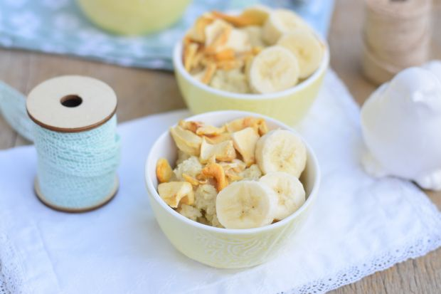 Jaglanka na mleku migdałowym z bananem i jackfruit