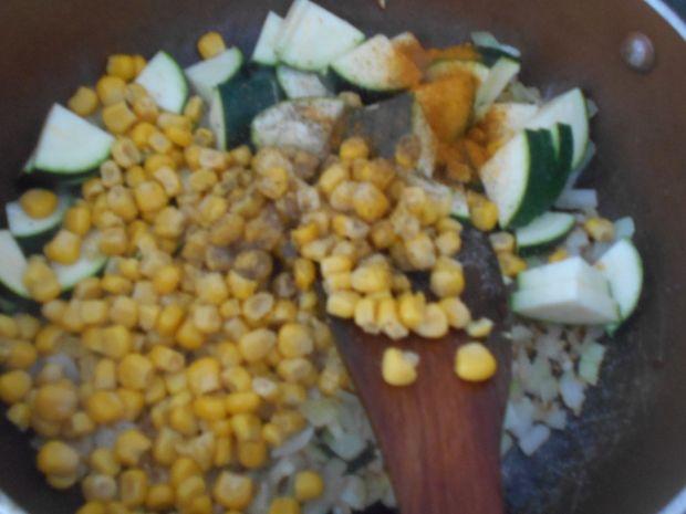 Jaglanka z cukinią i kukurydzą