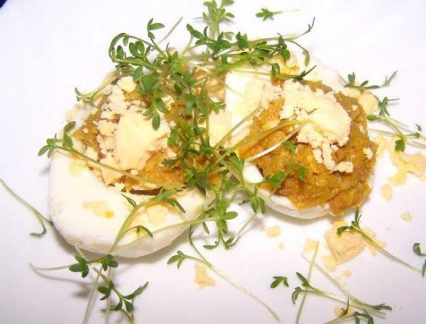 Jaja faszerowane pręgą wołową