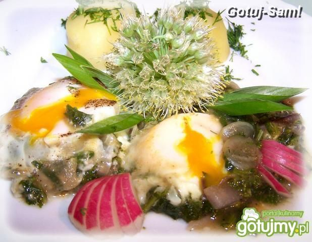 Jaja sadzone w rzodkiewce