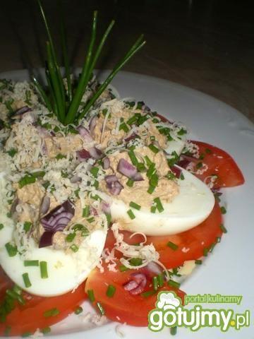 Jajeczna awanturka na pomidorach