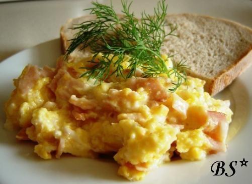 Jajecznica sopocka z żółtym serem