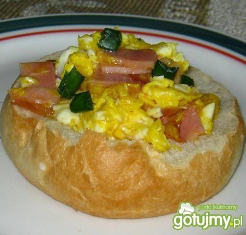 Jajecznica w chrupiącej bułeczce