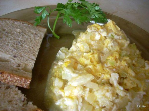 Jajecznica z cebulką
