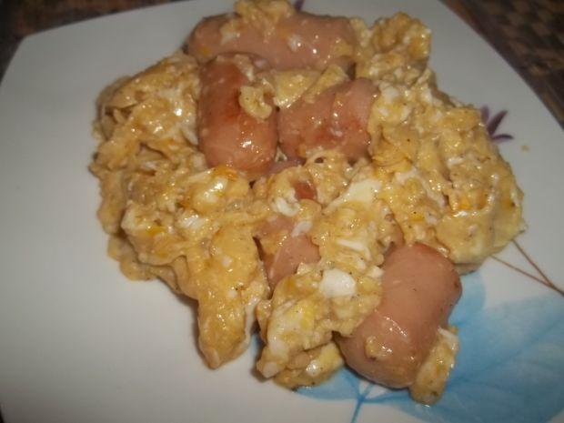 Jajecznica z parówkami