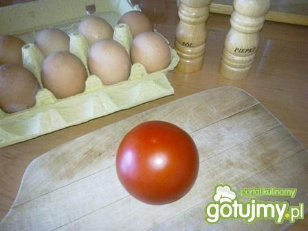 Jajecznica z pomidorem.