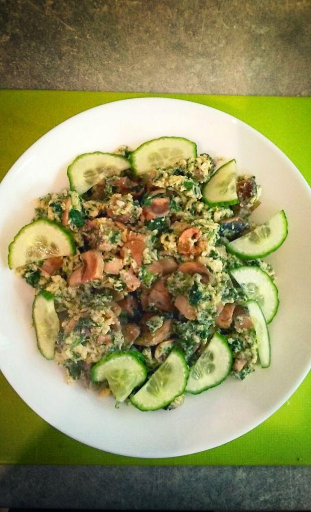 Jajecznica z wieprzowiną i warzywami