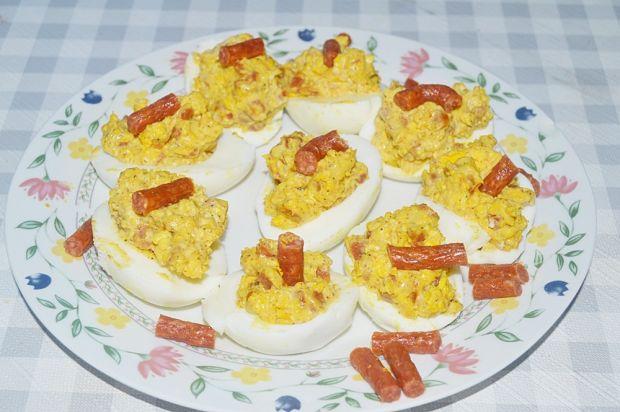 Jajka farszerowane z kabanosem