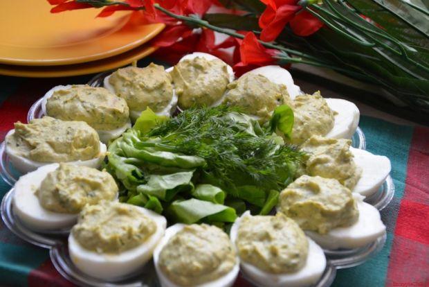 Jajka faszerowane fasolą i sałatą