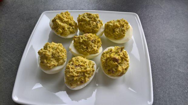 Jajka faszerowane groszkiem i anchois
