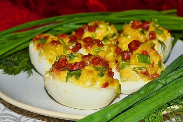 Jajka faszerowane kabanosami i szczypiorem
