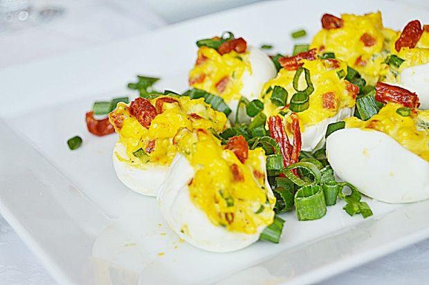 Jajka faszerowane kabanosami i szczypiorkiem