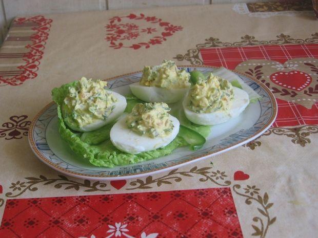 Jajka faszerowane papryką marynowaną