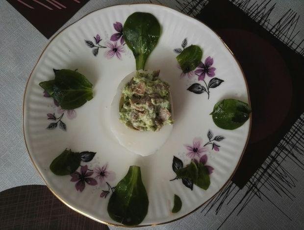 Jajka faszerowane pastą brokułową