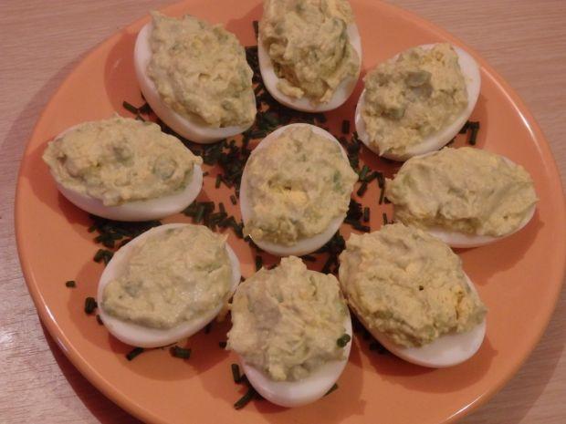Jajka faszerowane pastą z awokado