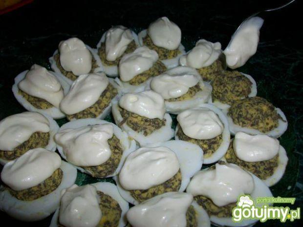 Jajka faszerowane pieczarką pod kołderką