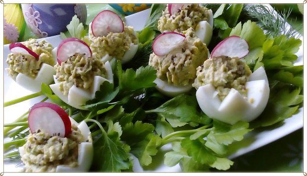 Jajka faszerowane sałatą lodowa i chia