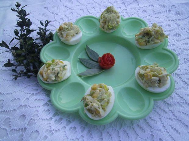 Jajka faszerowane sałatką porową